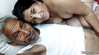 Hot bhabi sucks old oily dick