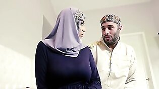 Violet Myers In Curvy Ass Of Teen Bearing Hijab