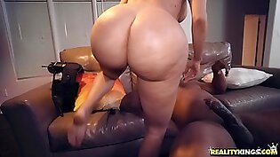 Lela Star gets her wet pussy filled with a big black cock