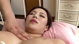 Reiko Suwon Married Woman Who Fits In Oily Massage