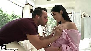 Lewd babe Loren Minardi is eager for sensual anal sex early in the morning