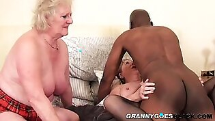 Old grannys pussy squirts